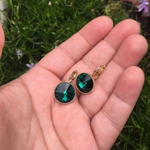 Jewel drop earrings emerald green